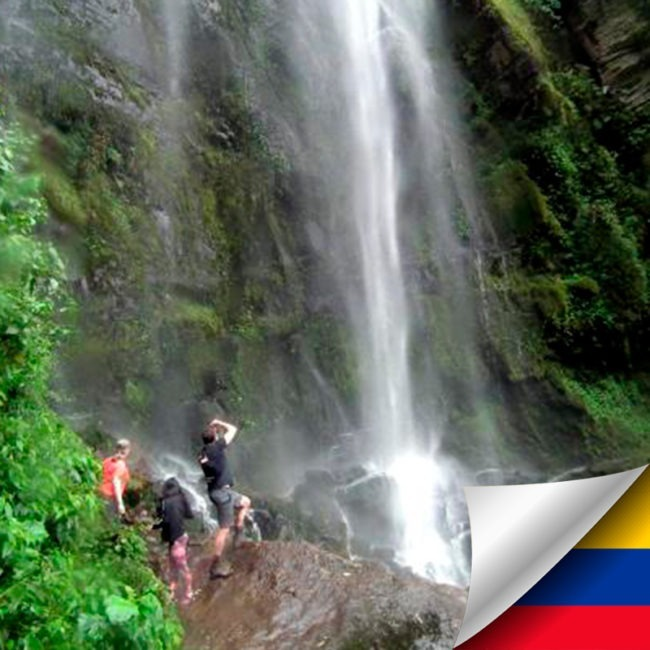 Tour a la cascada natural La Chorrera